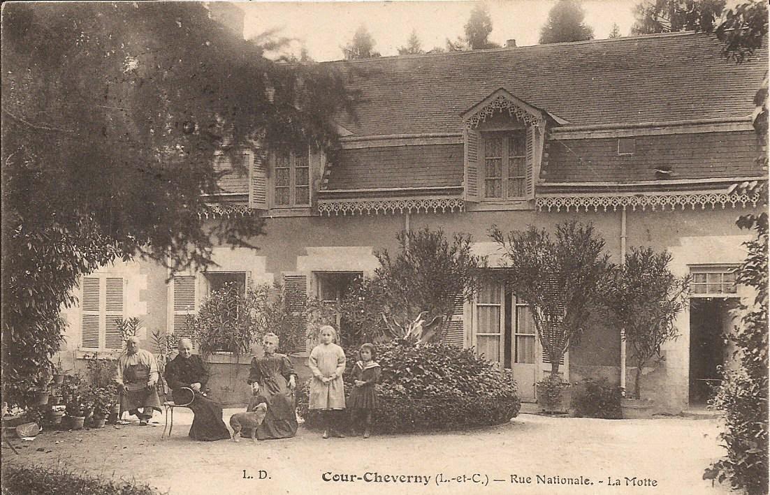 La Mothe - Rue Nationale - Cour-Cheverny