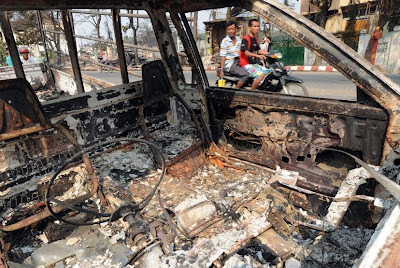 """အဓိကရုဏ္းႏွိမ္နင္းရာတြင္ ရဲတပ္ဖဲြ႔၀င္မ်ား """"ရဲဝံံ့ၿပတ္သား"""" ၾကရန္ သမၼတဦးသိန္းစိန္ေျပာၿပီ – green light from Burma's president"""