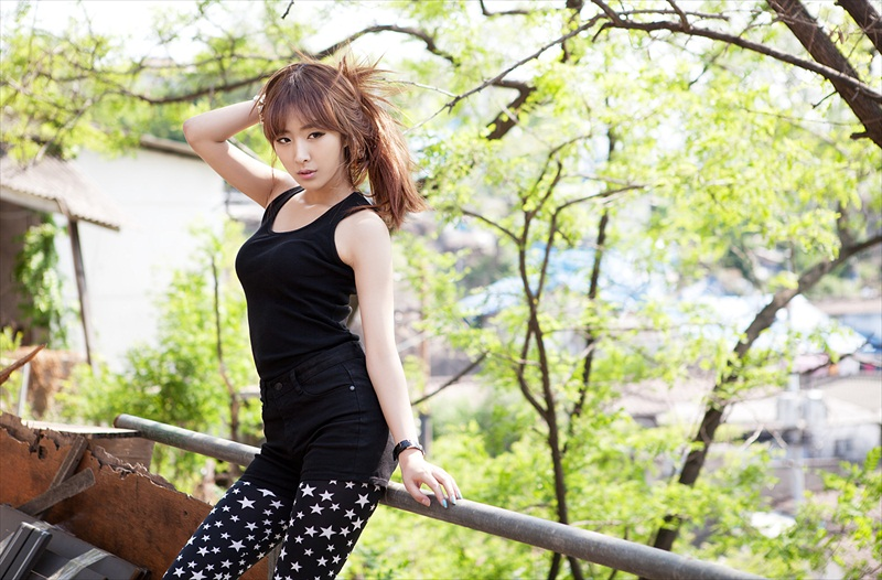 Minah – A Day Out And Pose