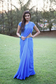 Neelam Upadhyay looks sizzlng Spicy in Blue Saree with Rain water Spicy Pics