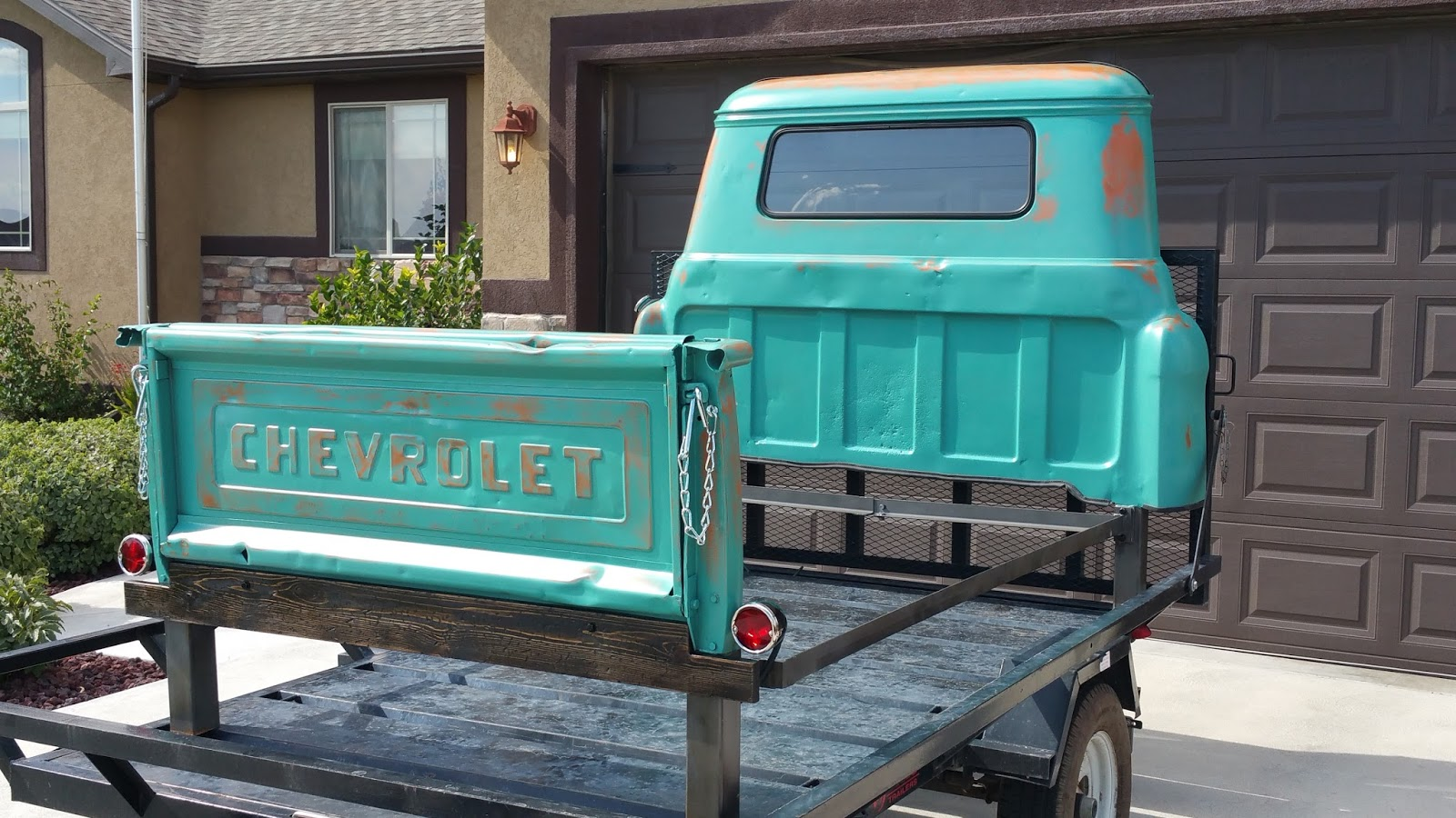 Tailgate customs queen size 1958 chevrolet pickup truck for Classic beds for sale