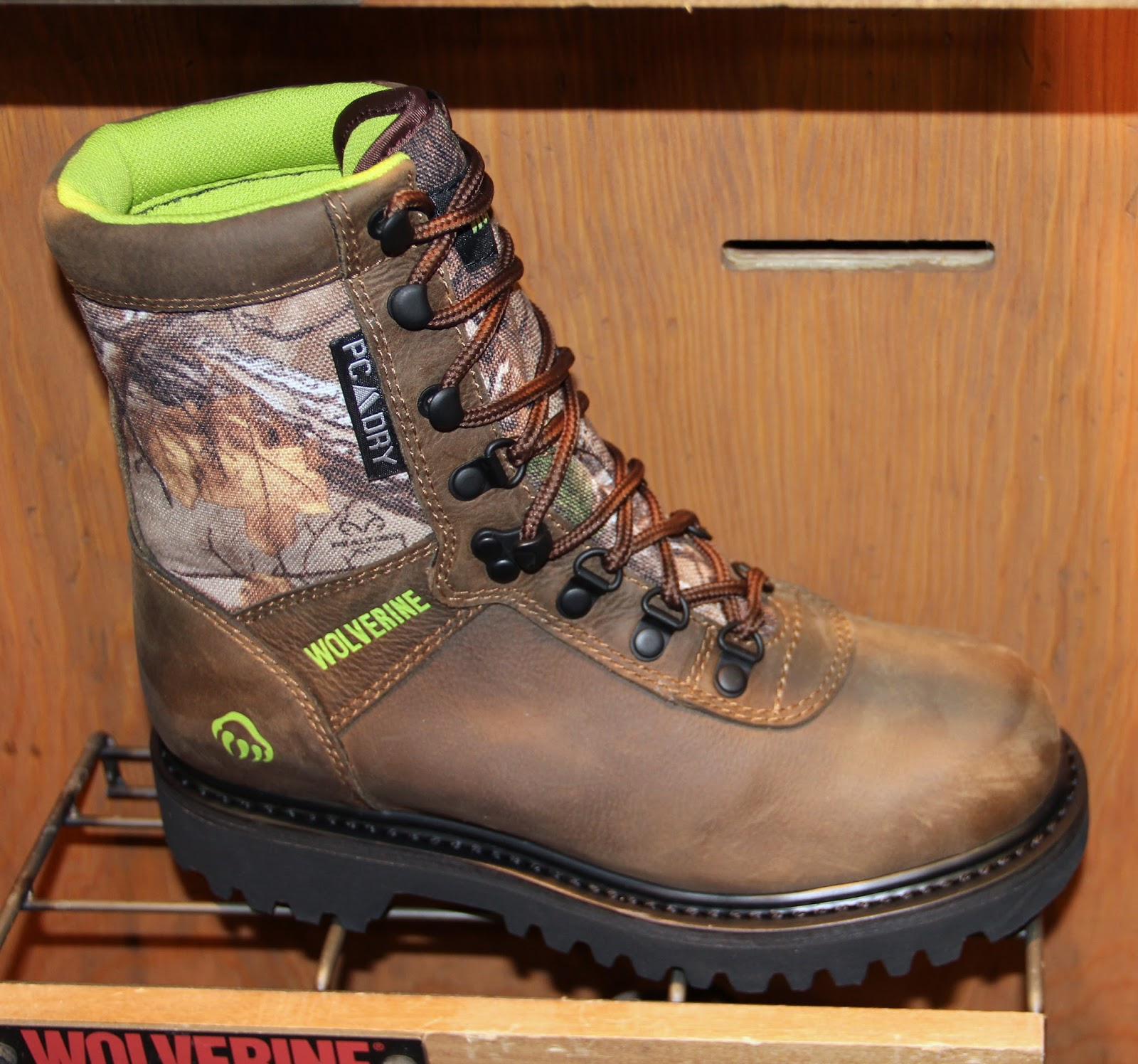 Full grain leather-900 Denier poly upper…Ridge Hunting-w/ dial comfort ICS+  disc in heel