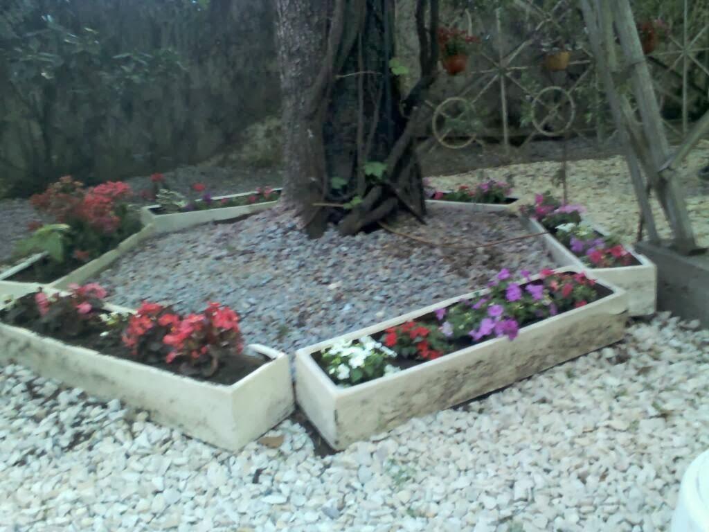 Octavio jardinero arreglo de jardineras con flor y piso - Piedras para jardineras ...