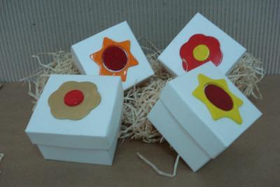 El blog del ampa moncayo decorando nuestro rbol de navidad - Cajas de carton decoradas ...