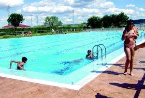 Escuela de natacion piscis cursos de verano for Piscinas naturales navalmoral dela mata