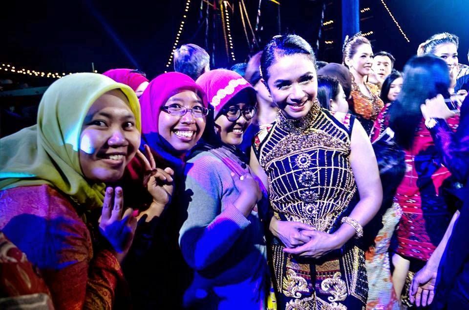 with Yuninukti, Dewik, dan Ruth Sahanaya