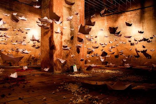 Barquitos de papel  by Andrés Lozano Bojadós