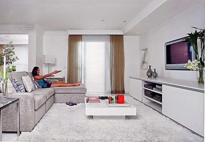 Sala De Tv Que Cor Pintar ~ 12 Salas com parede em branco ~ Decoração e Ideias  casa e jardim