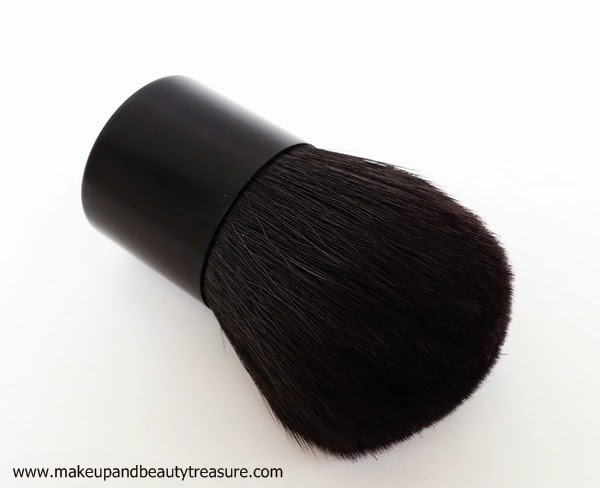 Kabuki-Brush-Use