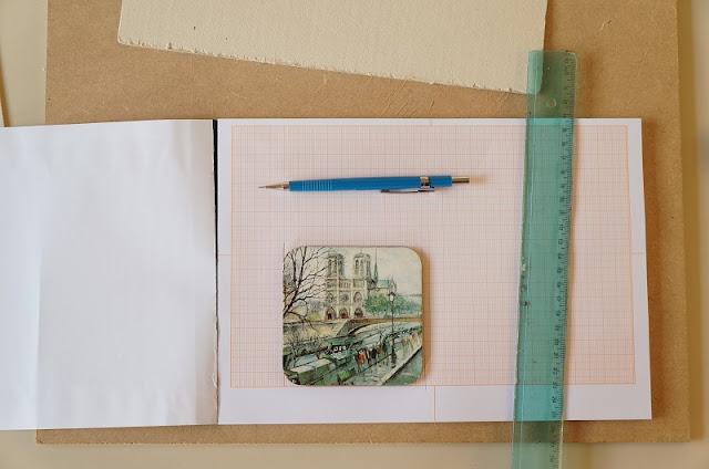 No papel milimetrado faço um molde com o porta-papel - blog Carina Pedro