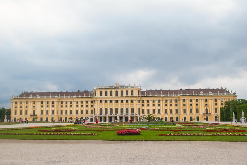 garden and palace exterior - Schoönbrunn Palace in Vienna, Austria