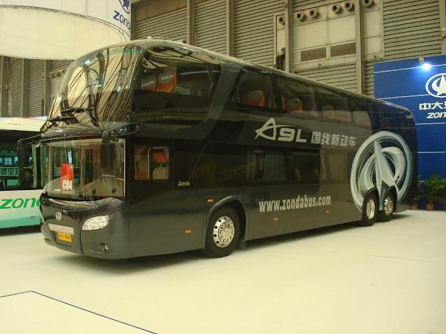 Foto Bus Tingkat Roda Enam
