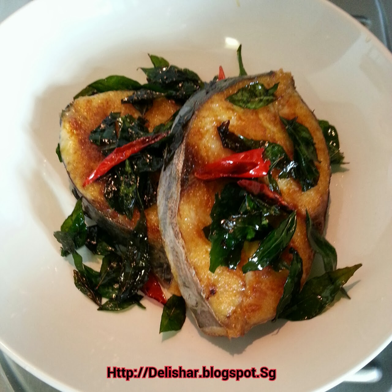 Curried fish pan fried in spice infused oil delishar for What is the best oil to fry fish in