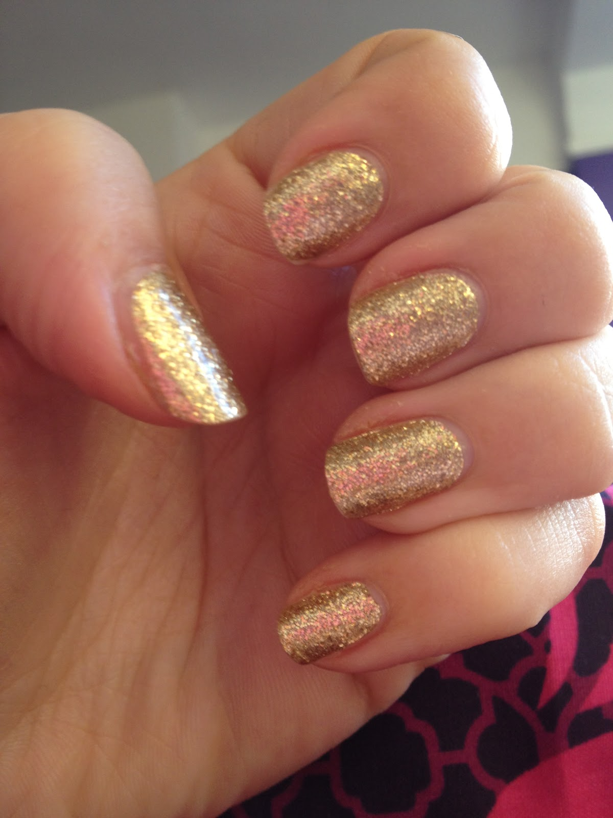 http://1.bp.blogspot.com/-0cMD_jJ5mMM/Tu0XwTRf12I/AAAAAAAAEZs/2P1TWZs0OPE/s1600/sally+hansen+nail+strips+wraps+gold+glitter+review+%25287%2529.JPG