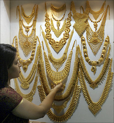 Sri Lanka Gold Jewelry Designs besides Turkish Bridal Wedding Dress also Flyer Design Quotes additionally Kandyan Saree Styles 2 additionally Watch. on sri lanka home designs