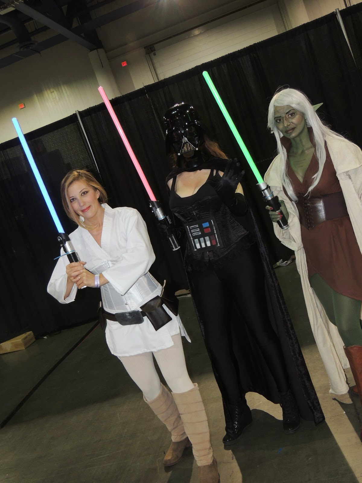 luke-vader-yoda-cosplay-las-vegas-convention-center