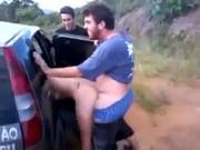 Video amador safados fodendo putinha na estrada