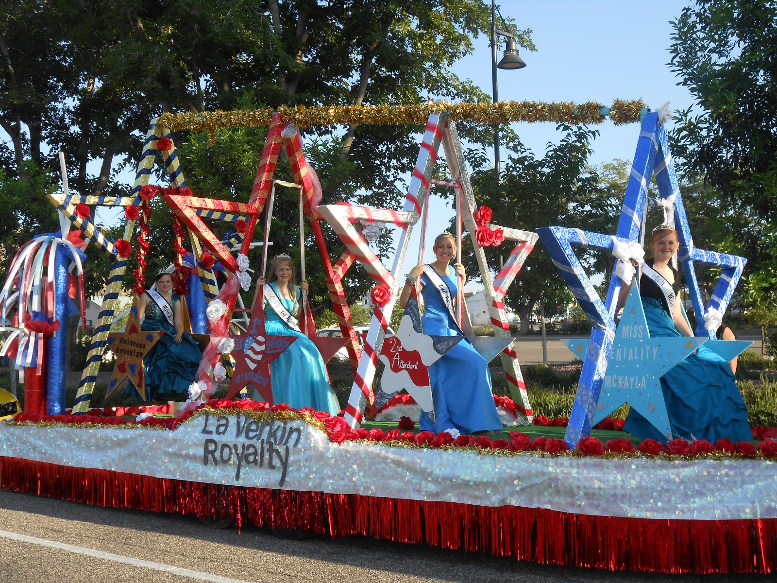 Sheri 39 s living in paradise not the float for Princess float ideas