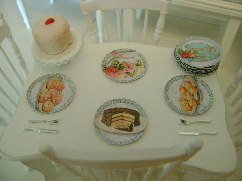 Shabby Placemats u0026 Paper Plates & Baking In Miniature: Shabby Placemats u0026 Paper Plates