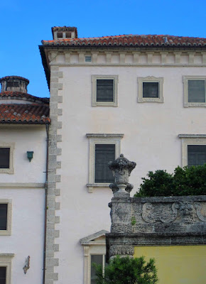 Vizcaya formal italian gardens art architect for Most popular stucco colors