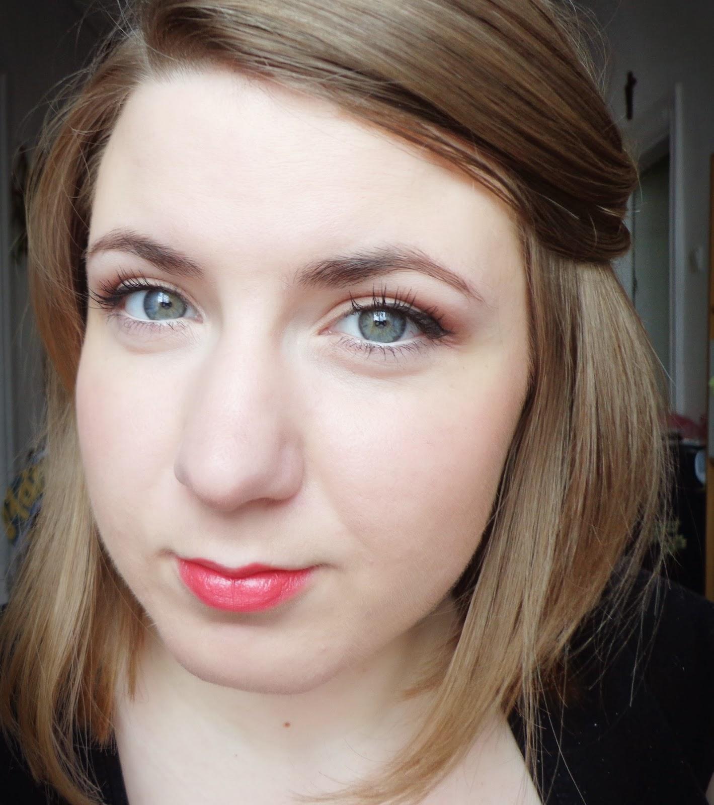 http://ka-em-makeup.blogspot.com/2014/04/make-up-no-make-up.html#more