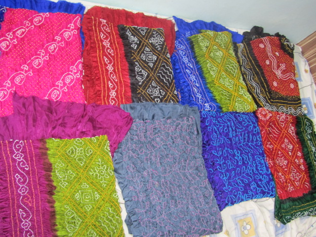 kutchhi hand tie dye georgate bandhani saree