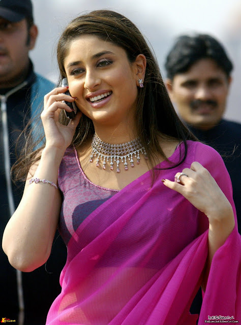Kareena+Kapoor+Smiling+and+Talking+on+Mobile