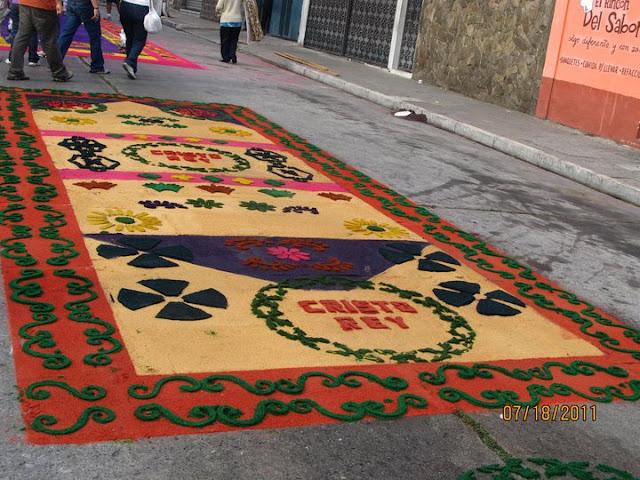 Guatemala En Fotografia Tradiciones Alfombras De Semana