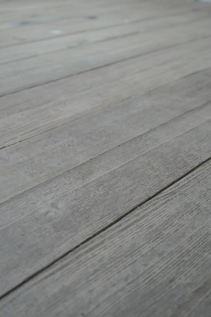 Unser Holzboden vor dem schleifen.