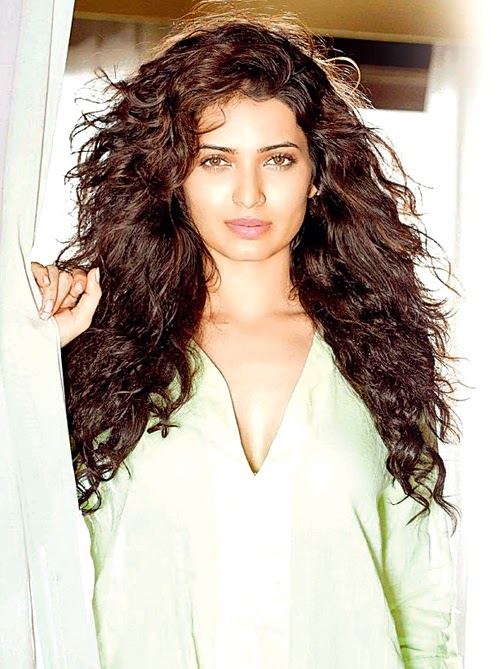 Karishma Tanna HD Wallpapers Free Download
