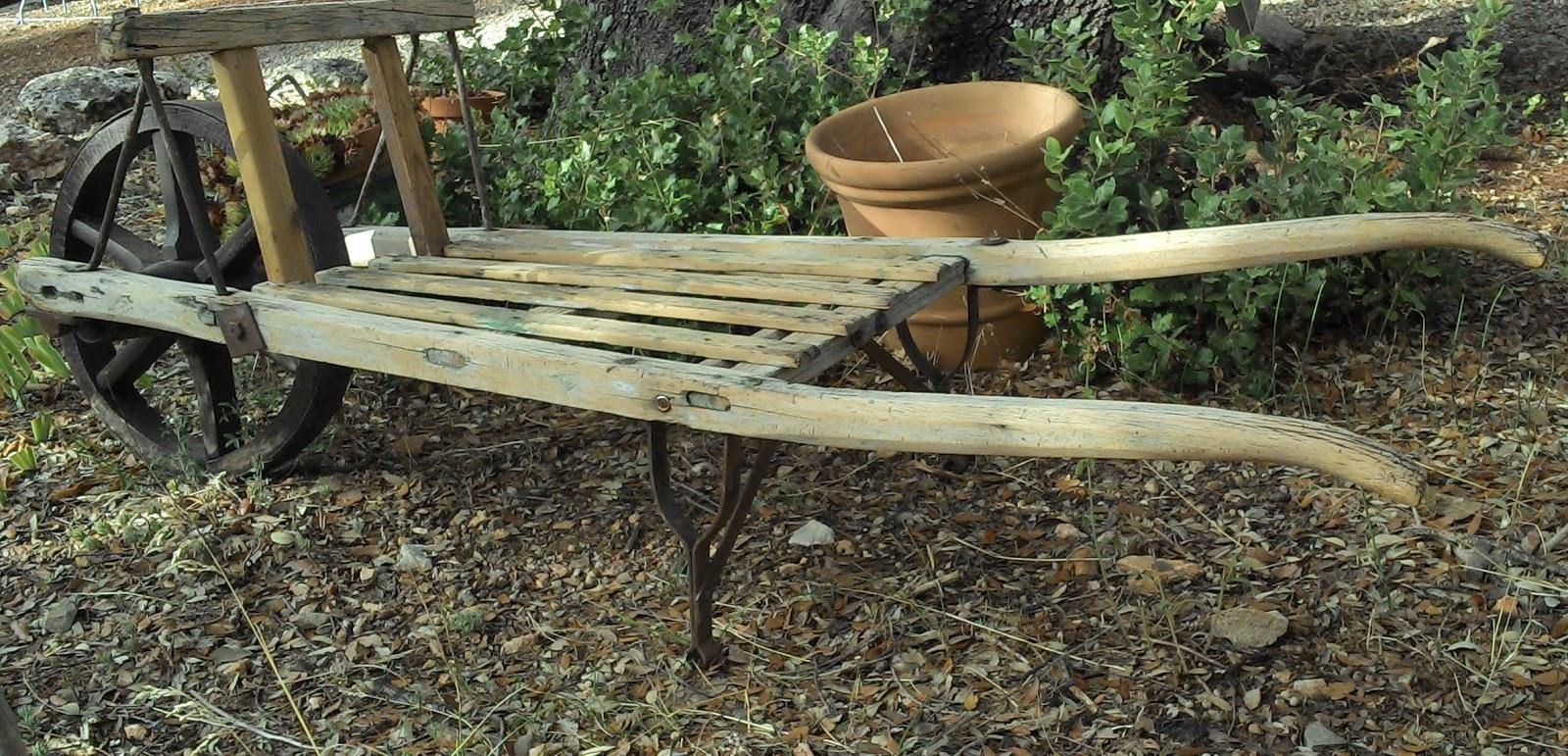 Brouette pour transporter du bois for Brouette jardin