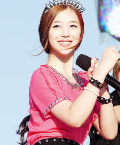 Sulli f(x) Lovely in Pink