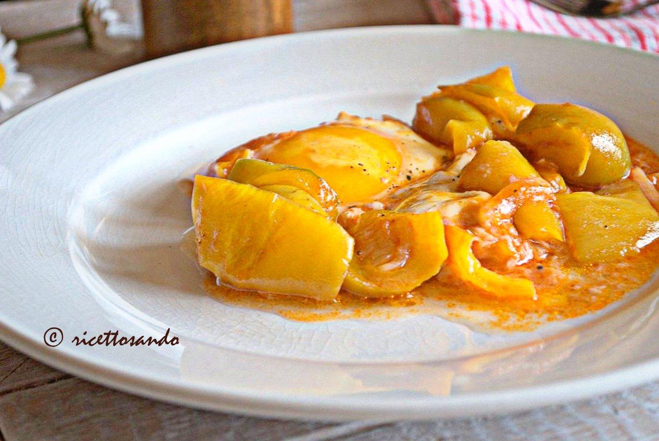 Uova in salsa di peperoni ricetta spagnola di uova in salsa di pomodoro