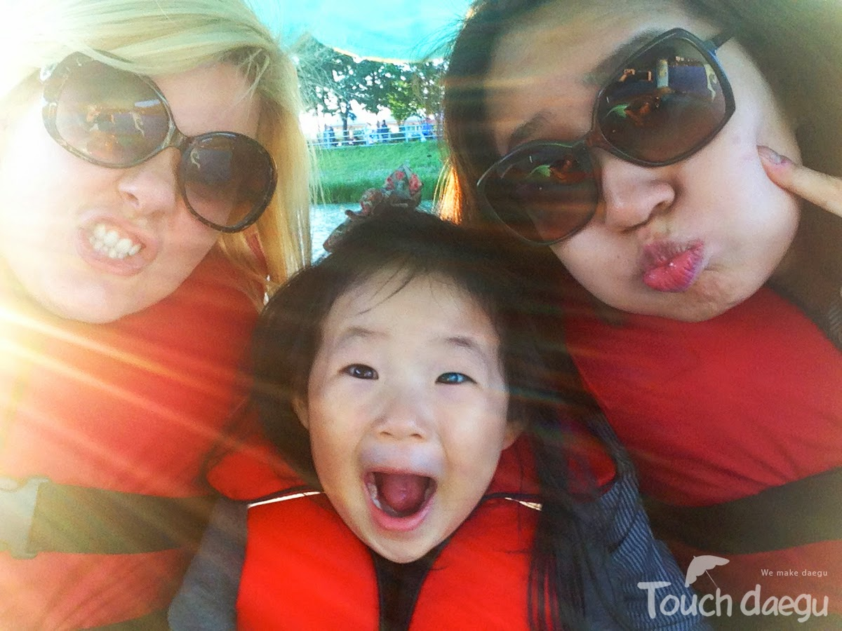 Take a hilarious photo at Suseong Lake!