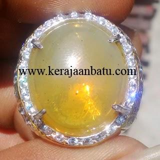 Batu Permata Fire Opal Kristal