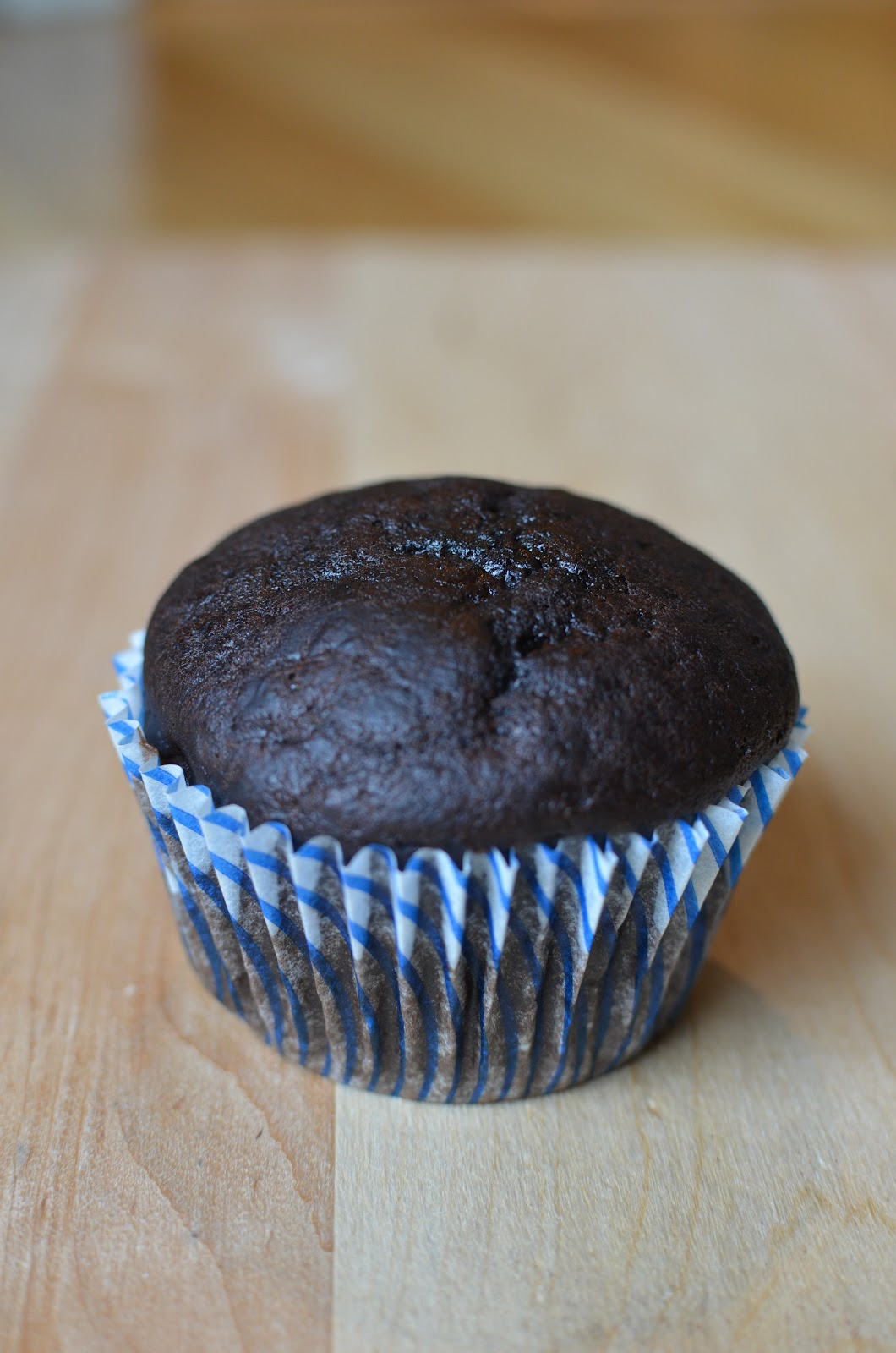 chocolate glaze super easy super moist chocolate cupcakes recipe