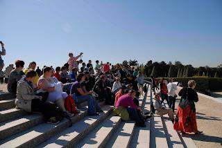 Die Jubi-Gruppe auf den Stufen vor Versailles