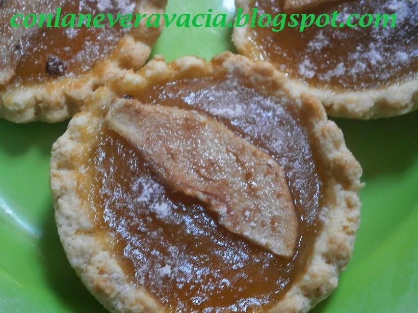 Tartaletas De Mermelada De Pera De Azúcar Dorada Y Canela.