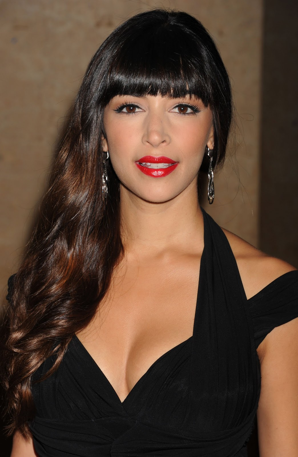 Hannah Simone Is A Canadian, Indian Descent Television Host, Actress
