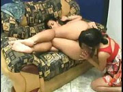 Lésbica chupando a outra enquanto dorme