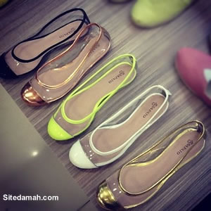 Sapatilhas transparentes na moda para o verão