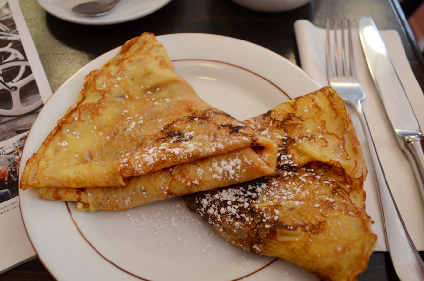 Café parisien crèpes thé Helloitsvalentine blogger french Paris adresses guide