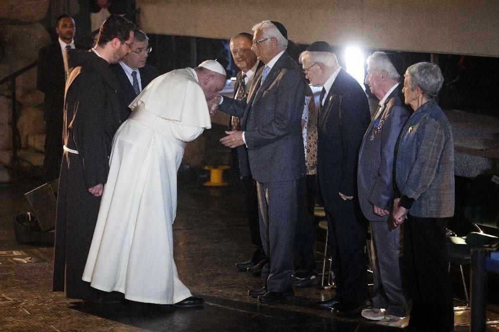 http://1.bp.blogspot.com/-0fbRkesUdW4/U4TzYpHjNKI/AAAAAAAABnU/ge847HckggU/s1600/pope-francis-joseph-gottdenker.jpg