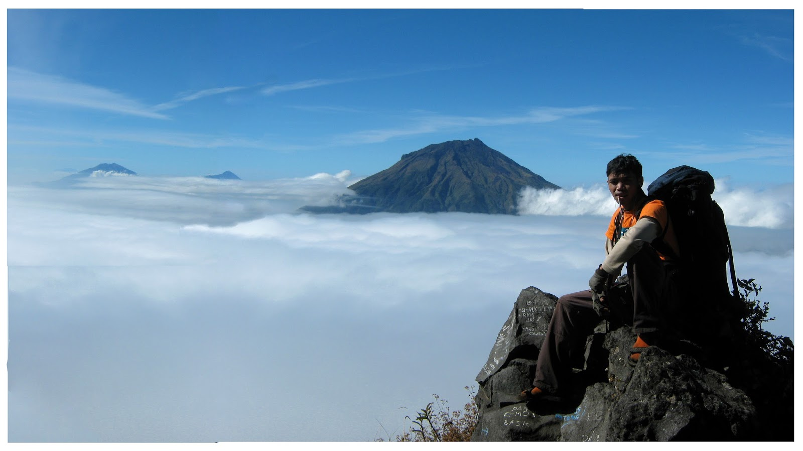 Viw Gunung Sindoro bisa melihat Sumbing ( by negeriangin-negeriangin )