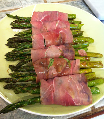asparagus wrapped in prosciuto