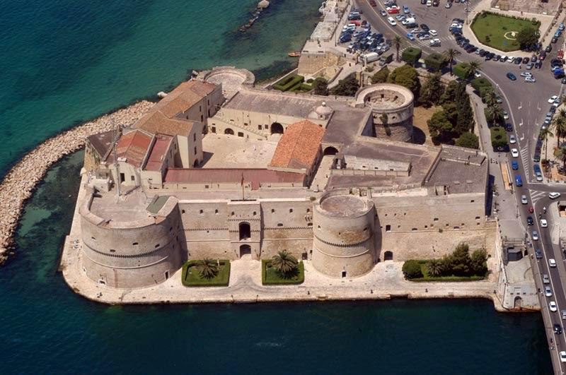 италия арагонский замок