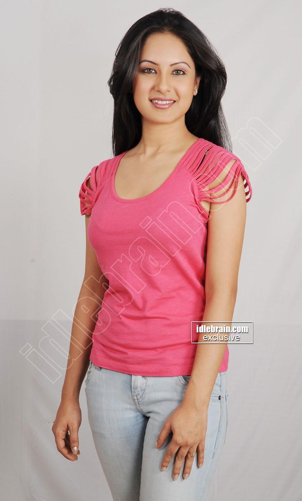 Pooja Bose In Jeans IdlebrainGallery: Pooj...