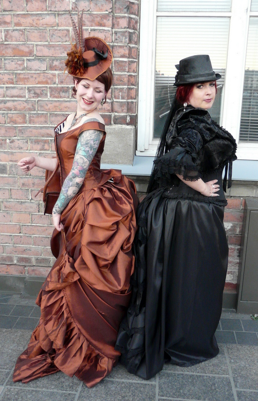 Bones and lilies how to make a victorian bustle skirt the easy way here i have the train held up with a loop of satin ribbon solutioingenieria Gallery