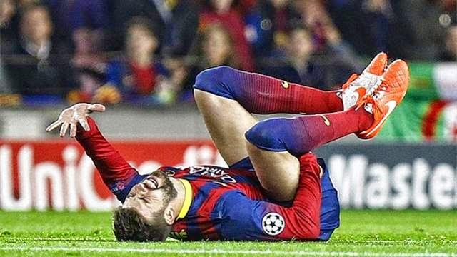 اصابة بيكيه امام اتلتيكو مدريد تغيب به شهرا عن الملاعب