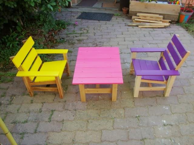 Recyclage palettes salon de jardin pour les enfants 2 for Modele de fauteuil en palette